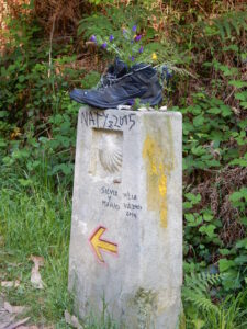Camino Marker with Shoe for flowers